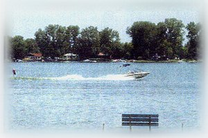 Dousman, Wisconsin. Pretty Lake Home lives up to ts name - Dousman, Wisconsin, United States