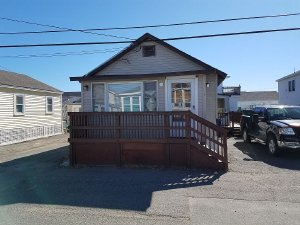 The Mermaid Unit. A 2-bedroom, 1-bath bungalow 2 blocks from Hampton Beach. - Hampton, New Hampshire, United States