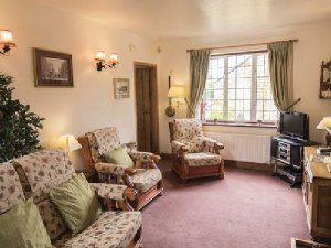 Magnolia apartment at Magnolia Cottage Apartments in the Cotswold village of Bourton-on-the-Water, England. - Gloucestershire, Non US or Canada, England