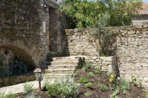 La Maison Des Oiseaux a 2-bedroom, 2-bathroom cottage in Cordes-sur-Ciel, France that sleeps 4. - Cordes-sur-Ciel, Non US or Canada, France