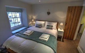 Townfoot Cottage, a 2-bedroom, 1-bathroom dog-friendly holiday accommodation that sleeps 4 in Windermere, Cumbria, England. - Windermere, Non US or Canada, England