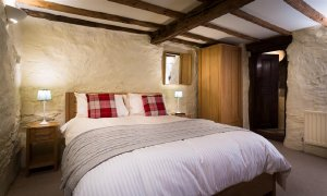 Townfoot Farmhouse, a 4-bedroom, 3-bathroom dog-friendly holiday accommodation that sleeps 8 in Ambleside, Cumbria, England. - Ambleside, Cumbria, Non US or Canada, England