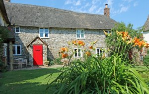 The Farmhouse, 1 of 6 self-catering cottages at Red Doors Farm in Devon, England has 4 bedrooms, 2 bathrooms and sleeps 8.  - Devon , Non US or Canada, England